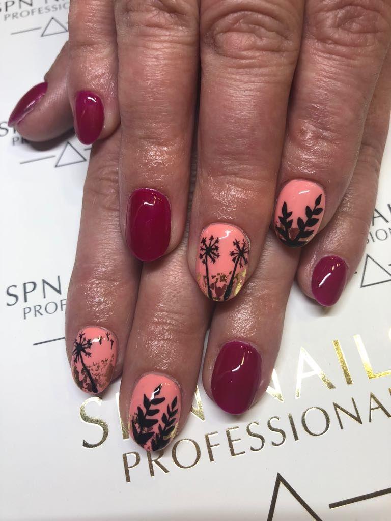 Jesien I Jej Piekne Barwy Moze Byc Inspirujaca Recznie Malowane Motywy Roslinne Piekne Kolory I Musniecie Zlotem Nails Beauty