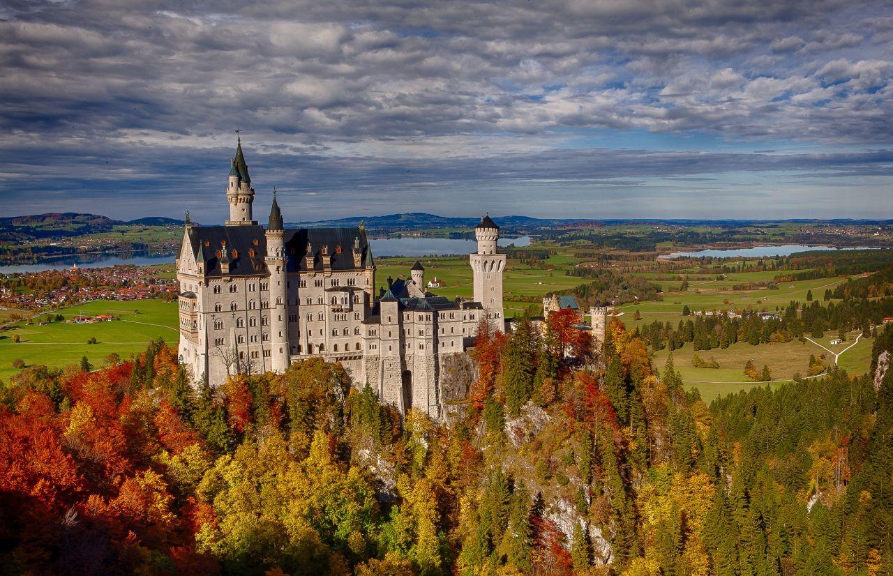 Fotos Bilder Himmel Burg Walder Deutschland Herbst Schloss Neuschwanstein Wolke Bayern Natur Bil Wald Deutschland Schloss Neuschwanstein Burgen Und Schlosser