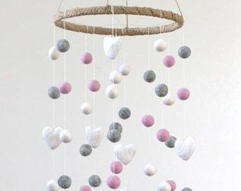 GROßE rosa, grau, weiß Filz Kugel & Herz Kindergarten