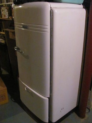 Vintage Hotpoint 1950s Refrigerator Runs Good Shape