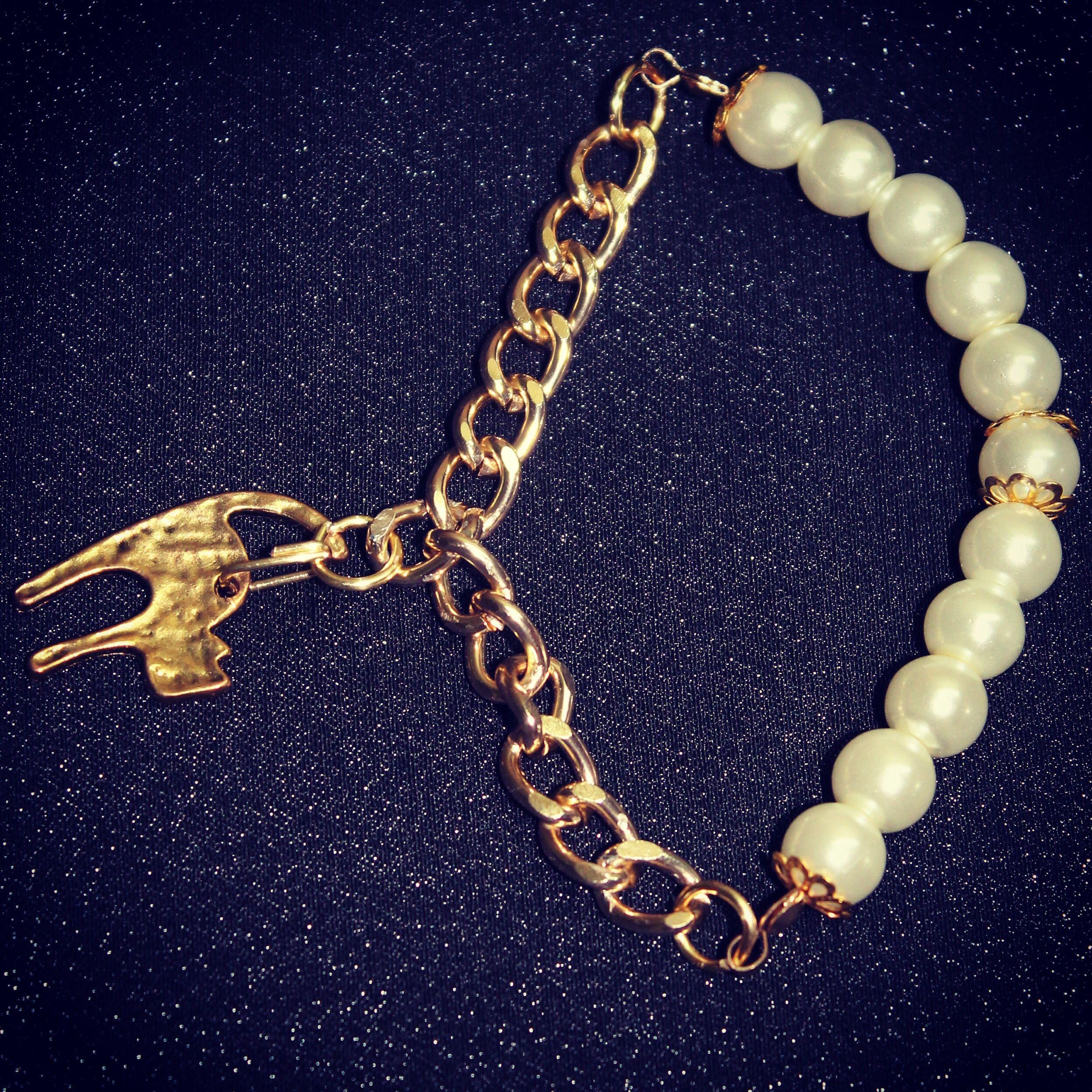 Pulsera de perlas y cadena