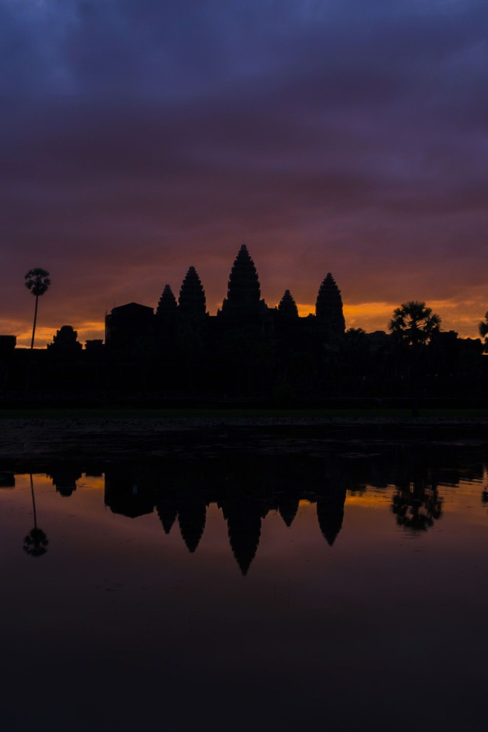 Get up super early to catch the sunrise over Angkor Wat in Seim reap in Cambodia. Then later in the day go to watch the sunset over the worlds largest temple. #photos #photography #photographs #beautiful #travel #aesthetic #Asia #Temple #Sunrise #sunset #Angkorwat #art #Siemreap #kmerart #ankorwatt #ancient #Cambodia