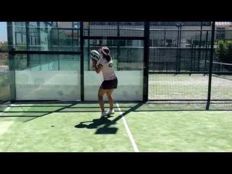Carolina Navarro: bajadas de pared derecha y revés (Padel) - YouTube