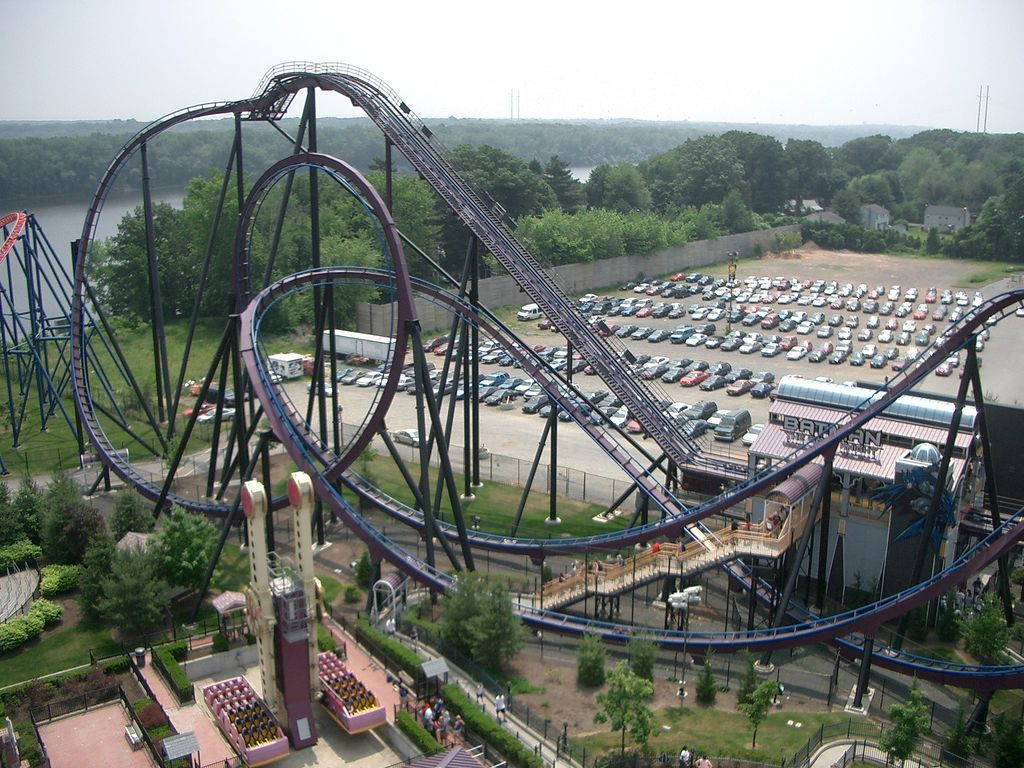 Batman The Dark Knight Rollercoaster In Six Flags New England