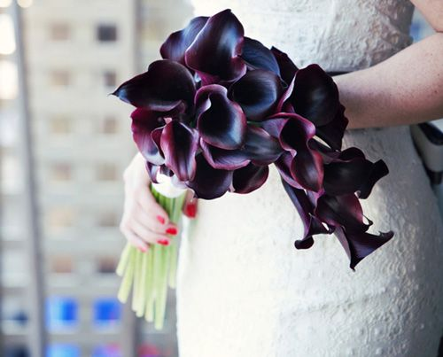 Calla Lily Wedding Bouquets Are Strikingly Beautiful The Perfect Addition To Any This Brides Bouquet Features Roximately Thirty Six