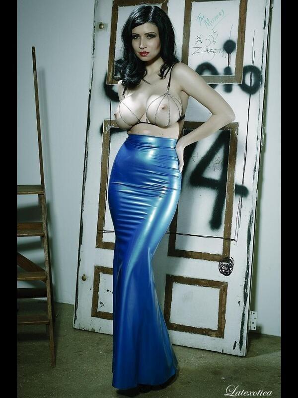 sköna avsugningar latex dress