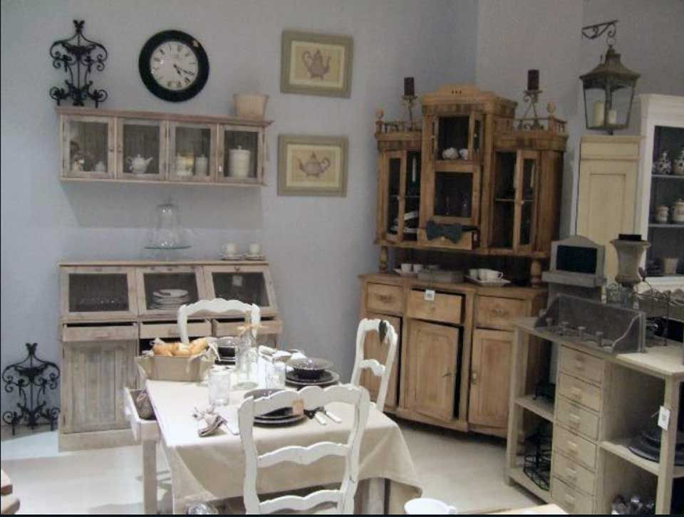 Arredo country chic o shabby chic country con vetrina for Case in stile country moderno