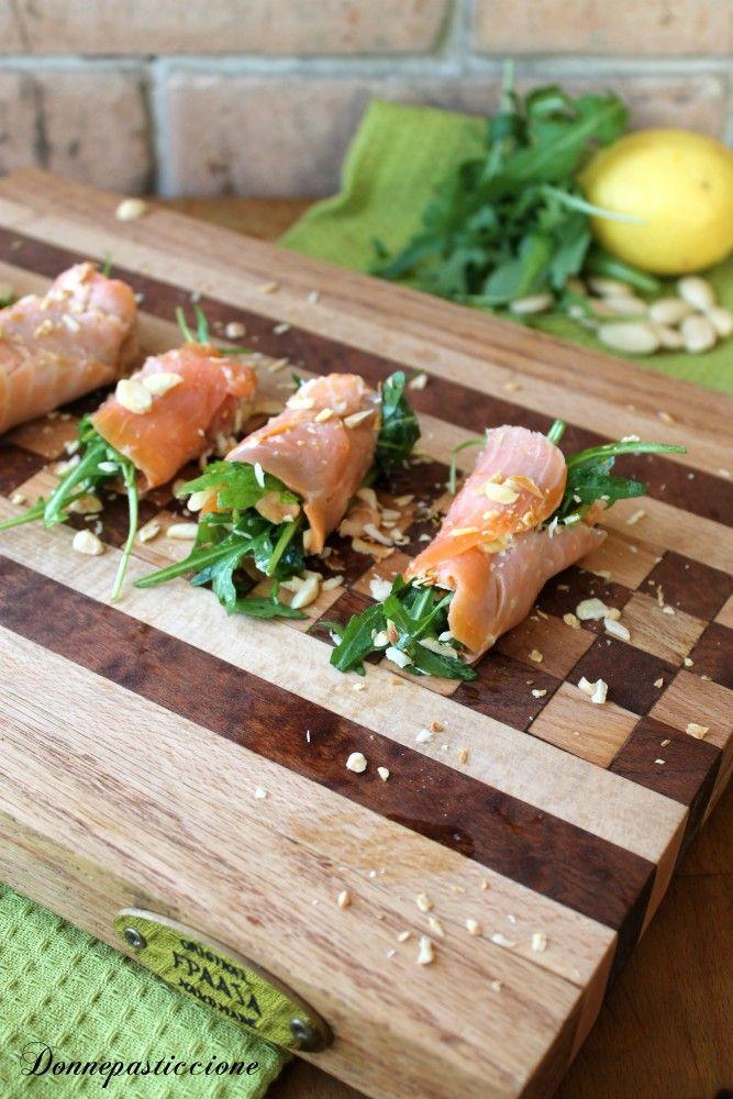 Involtini di salmone affumicato, rucola e mandorle - Donnepasticcione