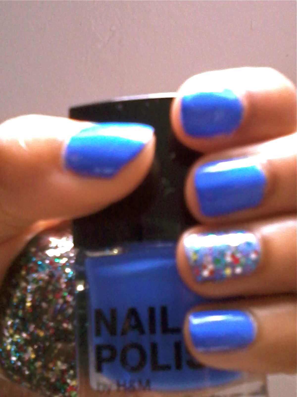 Love a blue nails in summer accented w/glitter