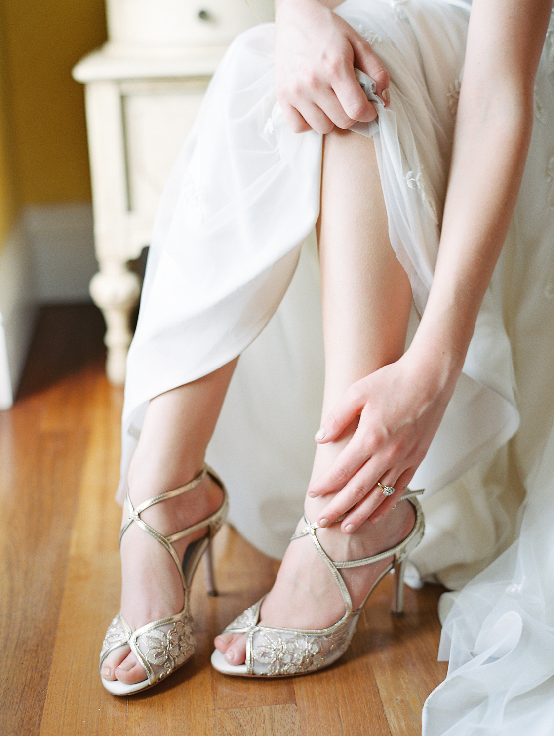 Gold Wedding Shoes For Brides Who Love Luxury