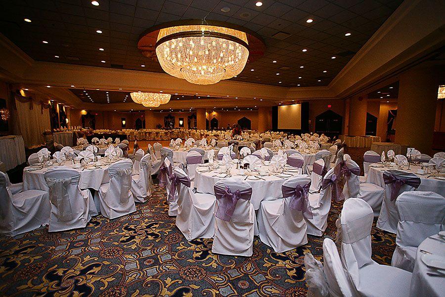 http://www.edmonton-wedding-photographers.com/wp-content/uploads/2010/06/Edmonton-Fantasyland-Hotel-wedding-venue-04.jpg