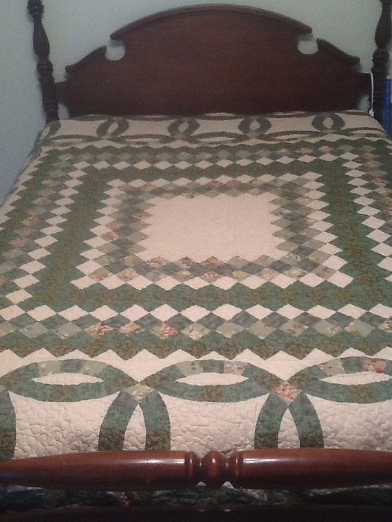 Double Wedding Ring Quilt by Acorntiques on Etsy, $135.00