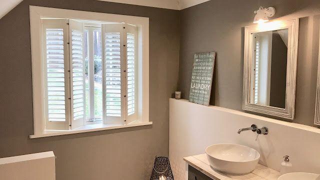 Shutters als Sichtschutz im Badezimmer - Beachhouse Living bad - parkett für badezimmer