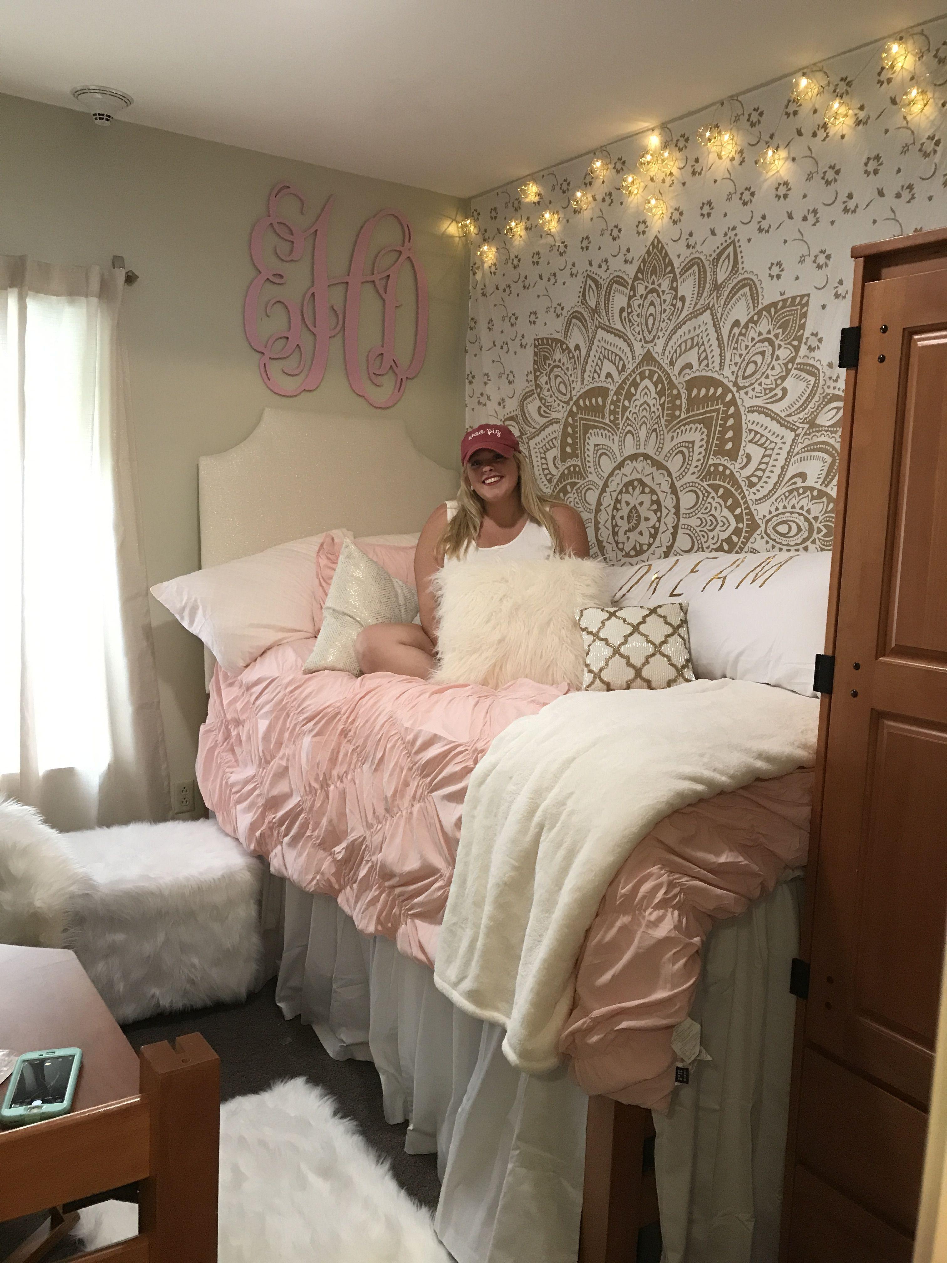 Art Décor: Emmy's Dorm Room Decor At University Of Arkansas Northwest