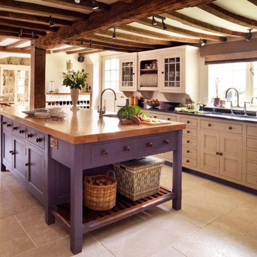 Another nice kitchen.