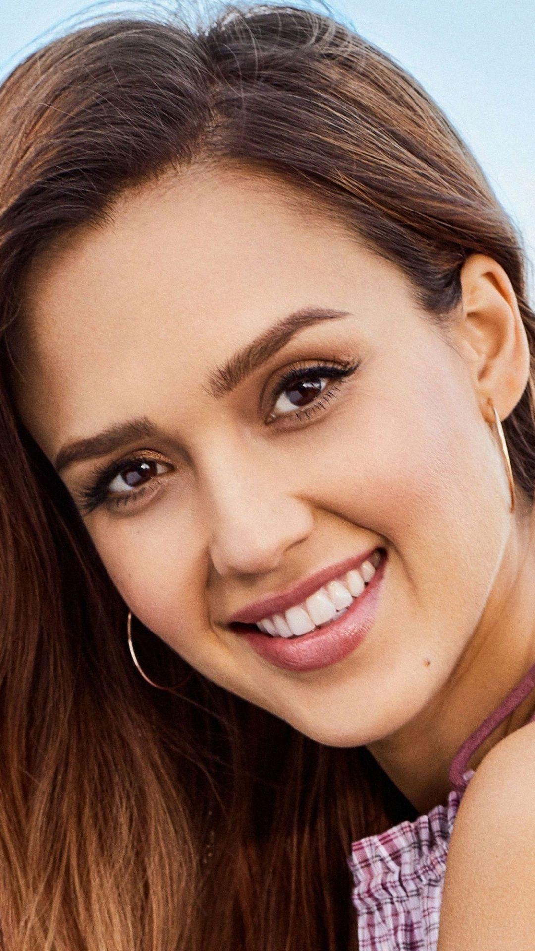 1080x1920 Smile Jessica Alba Gorgeous Actress Wallpaper In 2020