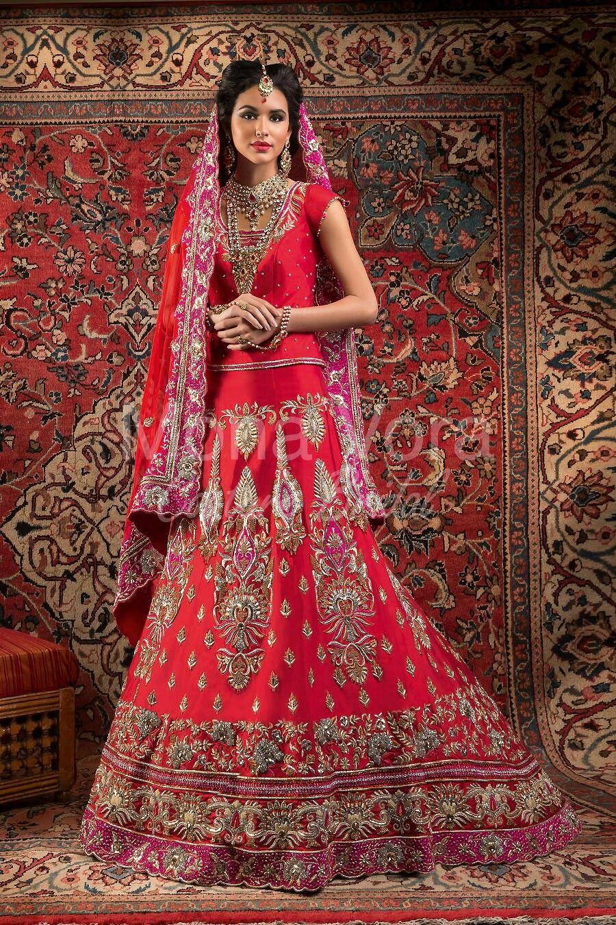 Traditional tunisian wedding dress  Nice pink wedding sari  Indické SáriIndian Style  Pinterest