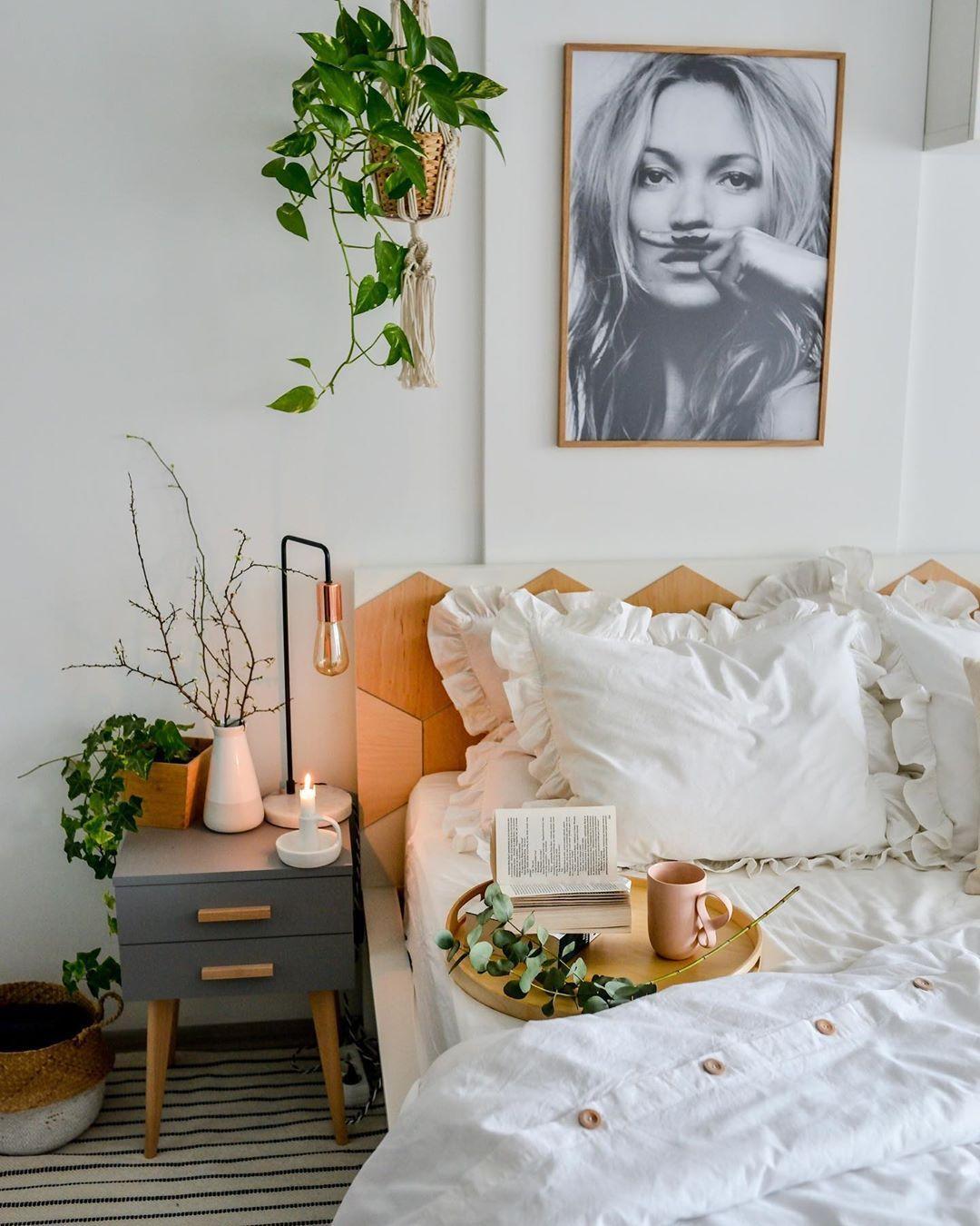 Cozy Candlelit Bedroom Decoration Idea In 2020 Bedroom Inspirations Candlelit Bedroom Interior Design Bedroom