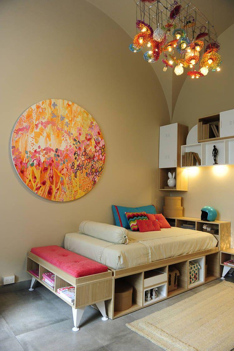 Dormitorio para una joven cama con espacio de guardado y - Banquetas para dormitorio ...