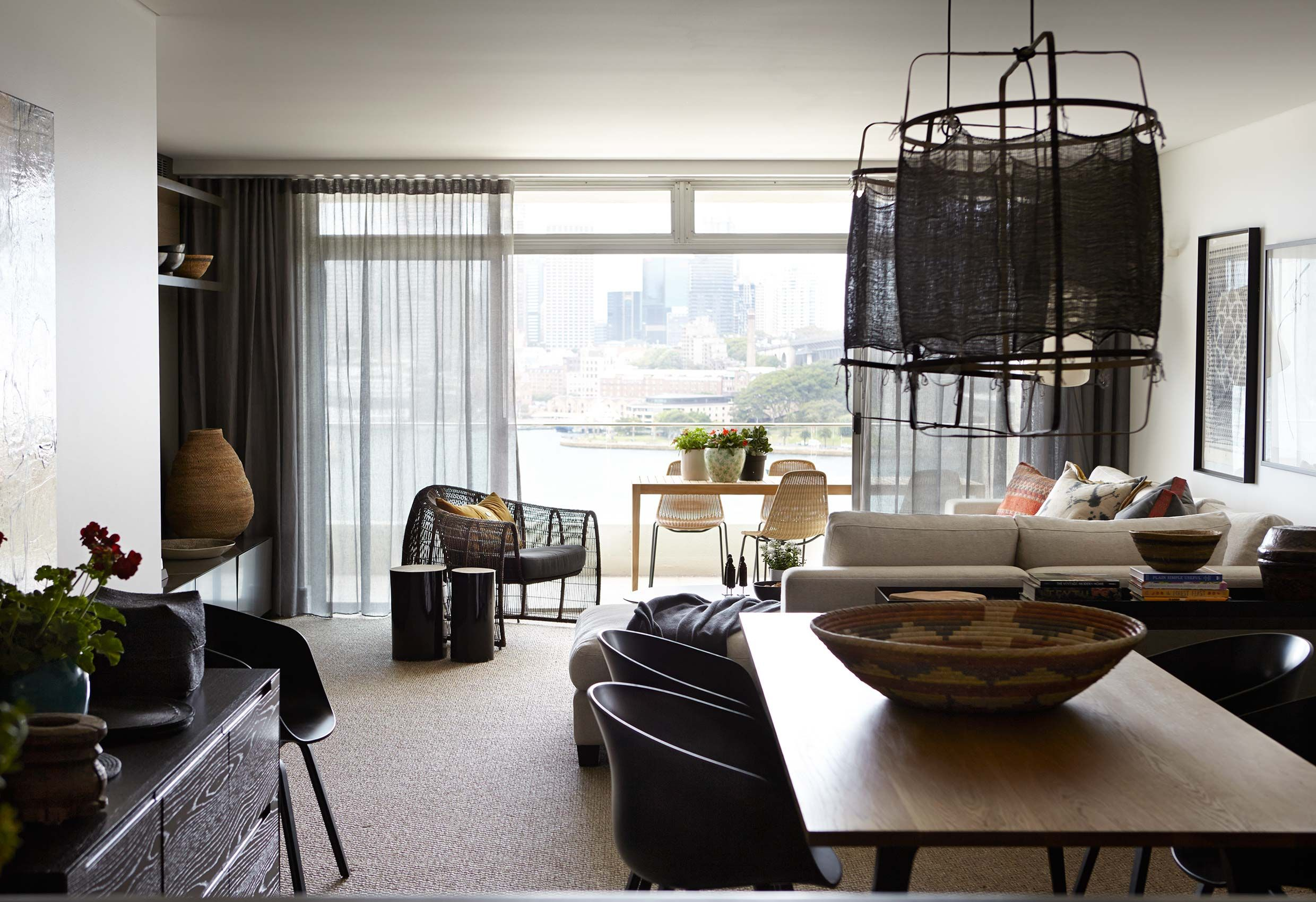 Exceptional For This 3rd Floor Apartment With Spectacular Harbour Views, Hare + Klein  Created A Comfortable