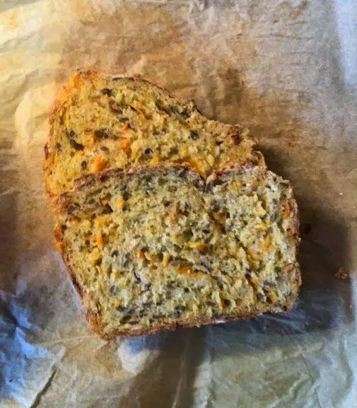 Alice's kager: Grov brød med gulerødder og hørfrø