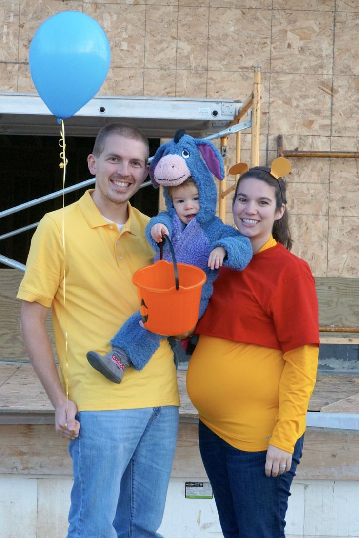 pregnant halloween costumes. winnie the pooh family halloween