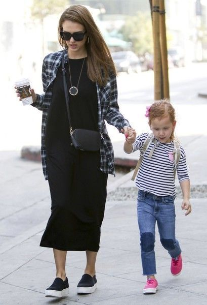 Jessica Alba Photos Photos: Jessica Alba and Her Family Walk Around West Hollywood - #around #family #hollywood #Jessica #photos - #HollywoodActresses