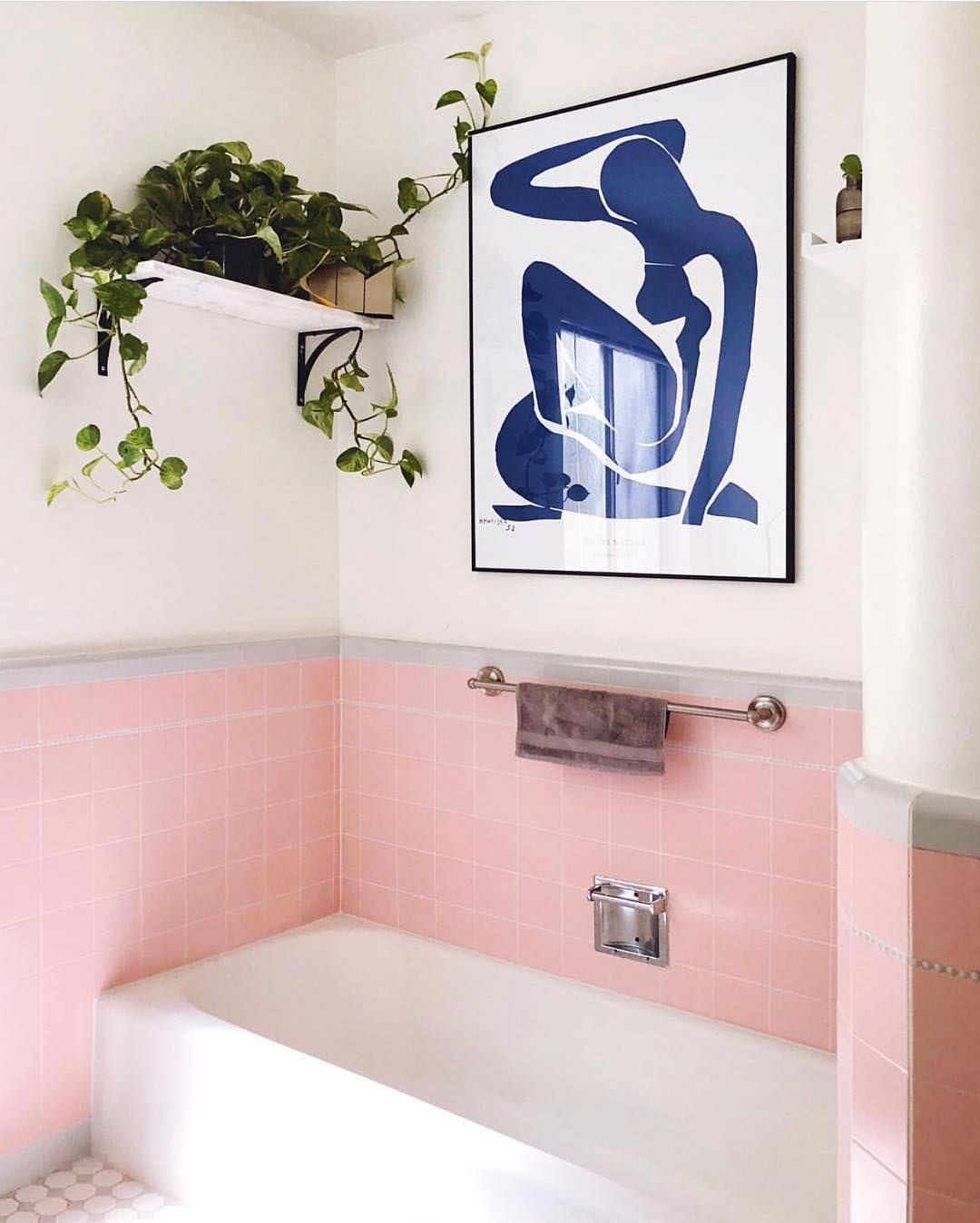 Domino On Instagram Tfw Your Rental Bathroom Has Perfect Pink Tile And Accessories Photo By Jenniferhe Rental Bathroom Pink Bathroom Tiles Pink Tiles