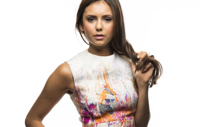 Lataa kuva Nina Dobrev, kanadalainen näyttelijä, muotokuva, kaunis nainen, ruskeaverikkö