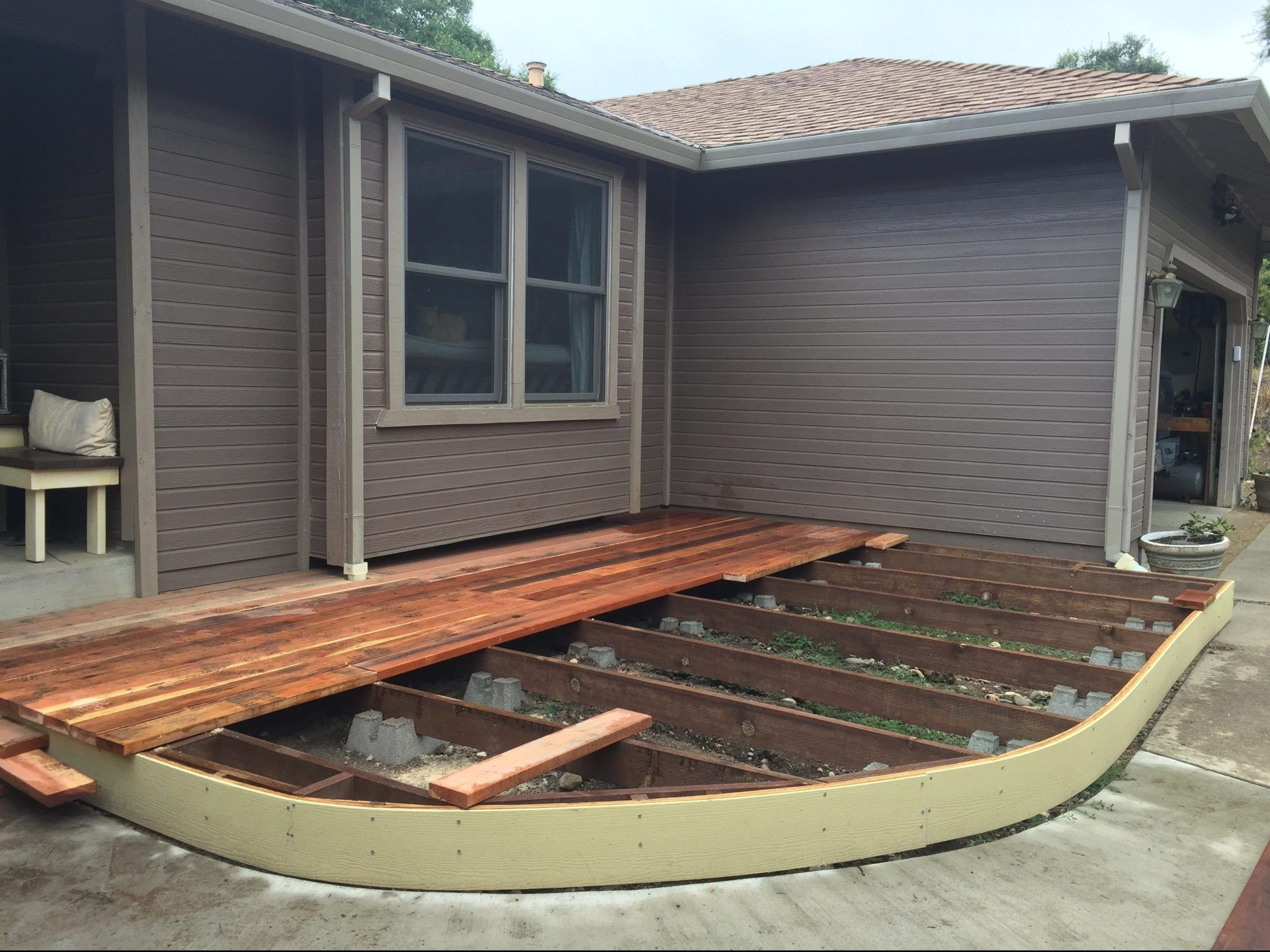 Diy floating deck a curved freestanding deck building a