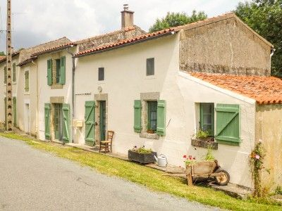 Delightful 2 bedroom stone holiday cottage with secluded garden, Vendée, Pays de la Loire