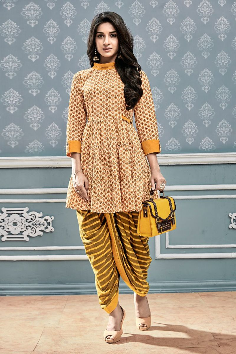 53023aef32 What an amazing presentation of Indian traditional outfits Short Kurti  Designs, Printed Kurti Designs,