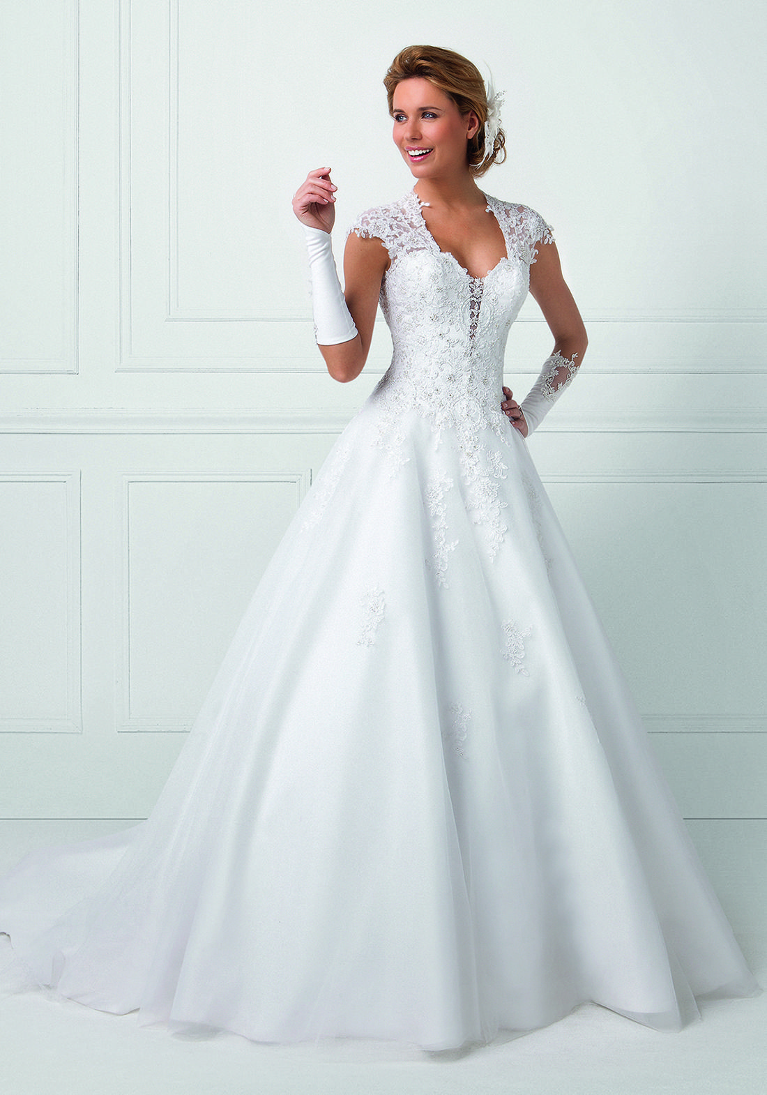Robe de mariée - Bella - Romantique | Mariage | Pinterest | Bridal ...