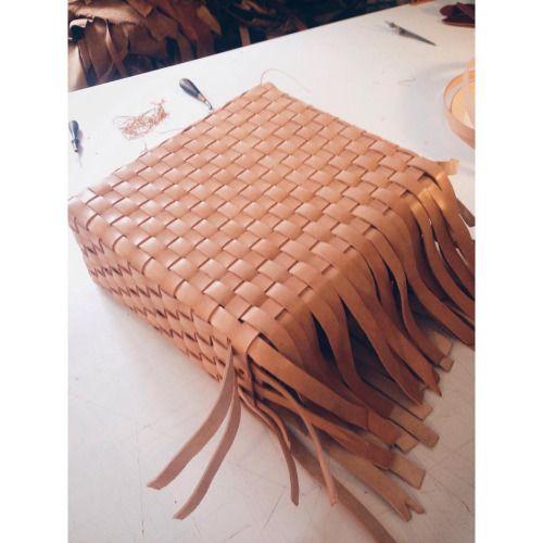 Here we go again #woven #leatherbag #vegtan #leatherworking #danishmade #simontuntelder #kernelæder #handcrafted #madeincopenhagen