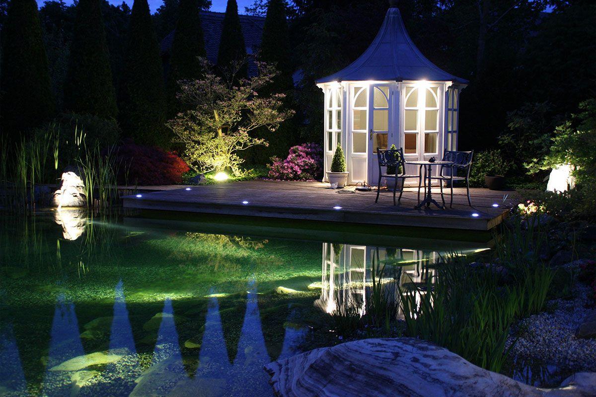 Beleuchtung Eines Hausgartens Mit Schwimmteich Und Gartenhaus In Landsberg Bei Munchen Gartengestaltung Garten Design Garten