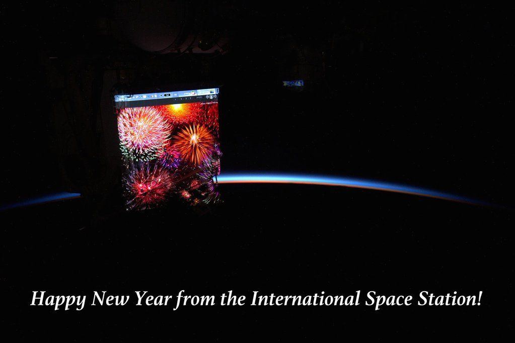"Scott Kelly on Twitter: ""It's begun! Fireworks projected outside @space_station. Here's to a great projected 2016! #HappyNewYear #YearInSpace"" : Twitter - 12/31/15"