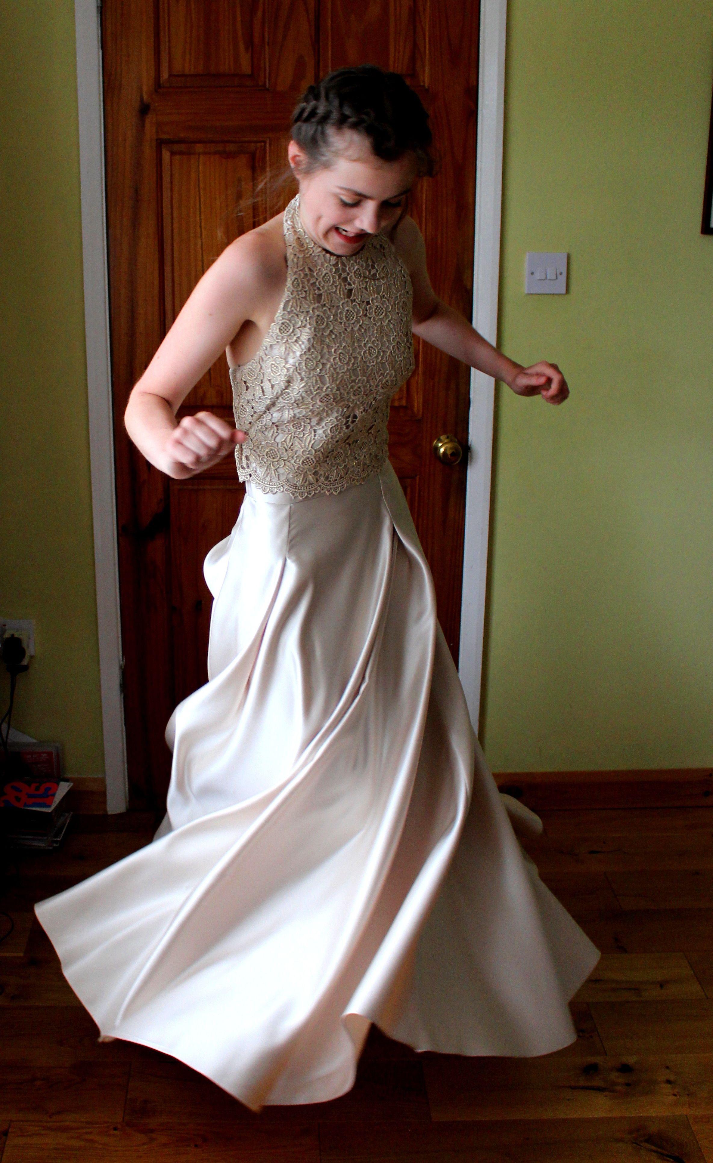 Bellas wedding dress  Pin by Julia Hartley on Bellaus Prom Dress  Pinterest  Prom