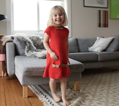 Vestido de menina e tricot com laço