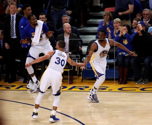 Curry, Durant y James brillan como estrellas; Rockets amargan debut a Cousins