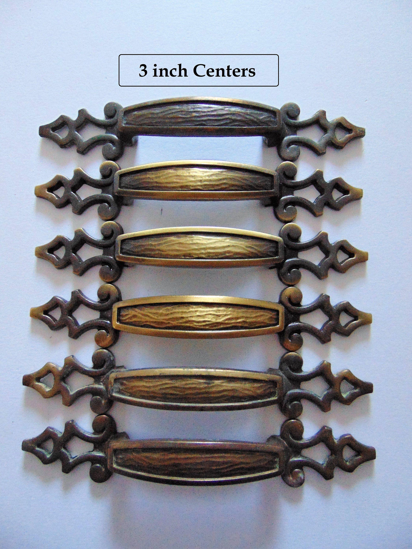 Large Antique Brass Pulls 3 In Centers 6 Amerock Vintage Door Cabinet Dresser Drawer Handles Pulls 172 Hardware Antique Brass Antiques Dresser Drawer Handles