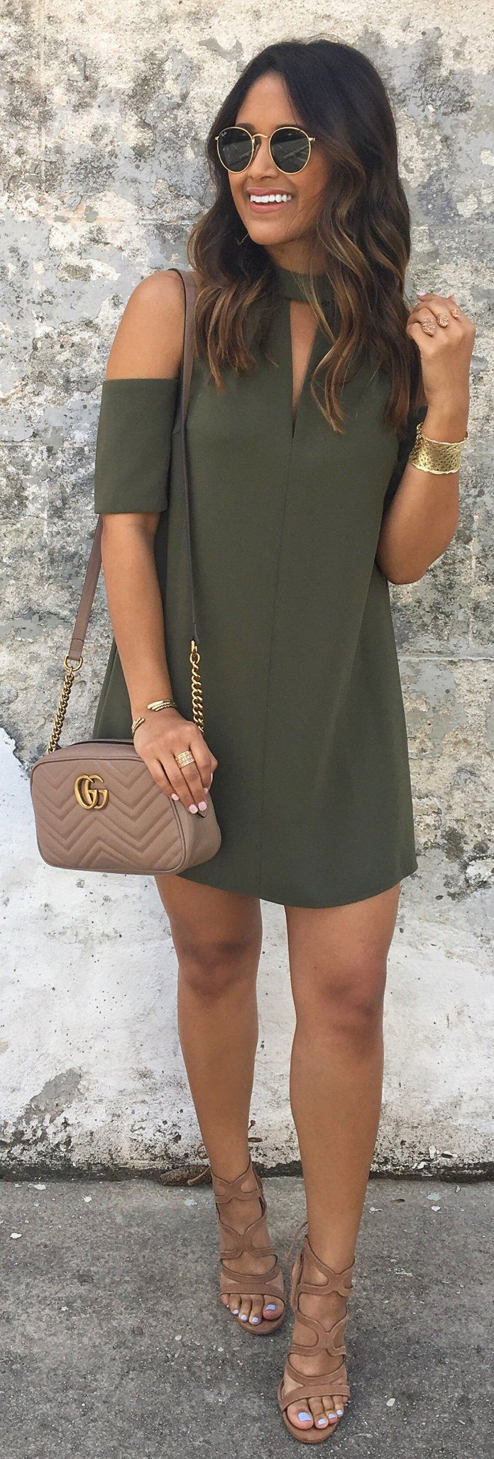 gorgeous outfits ideas to try this spring brown sandals