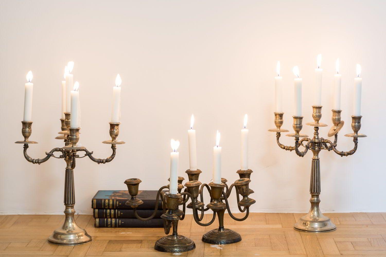 candelabros siempre un toque antiguo
