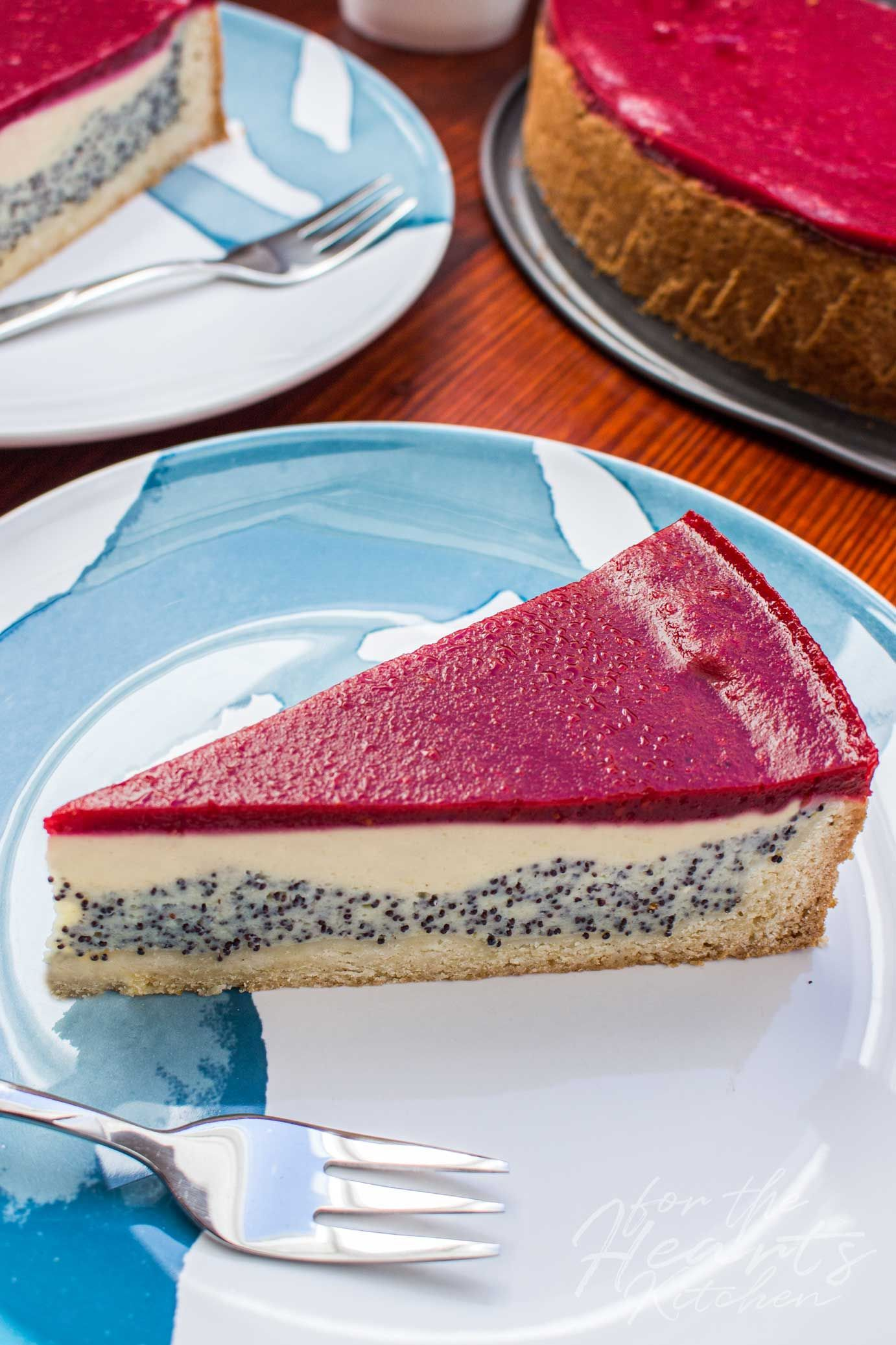 Vegan Poppyseed Cheesecake with Fruity Raspberry Mirror for the Hearts Kitchen | the kitchen with the heart of Christian Schäfer. Creative simple vegan ...#cheesecake #christian #creative #fruity #heart #hearts #kitchen #mirror #poppyseed #raspberry #schäfer #simple #vegan