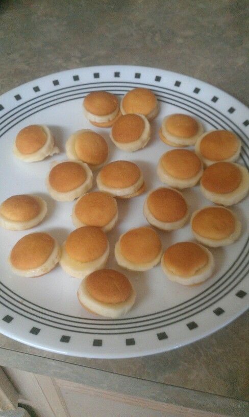 Mini vanilla wafers sandwichs with banana. Great for the kids