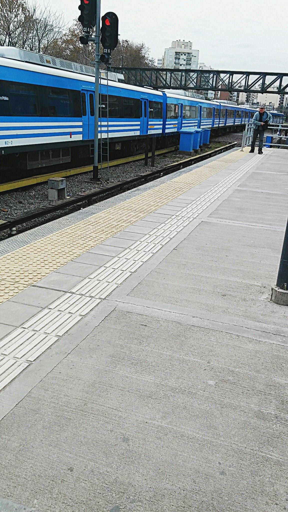 Tren Sarmiento partiendo de Caballito.