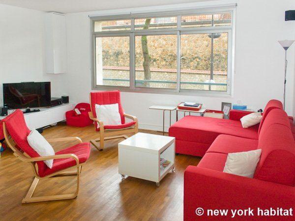 Perfectly situated in Alesia, Paris this recently renovated three bedroom apartment is a great place to stay! http://www.nyhabitat.com/paris-apartment/furnished/4574