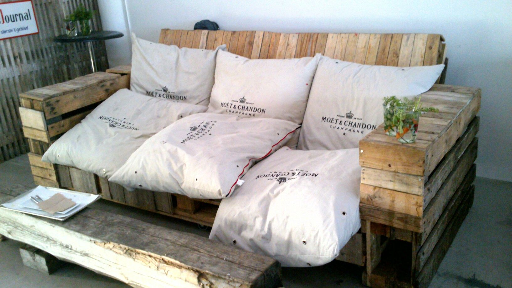 Cool Homemade Couch Made From Palets Garden Pinterest