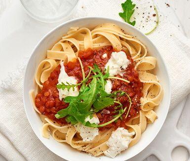 tomatsås med röda linser