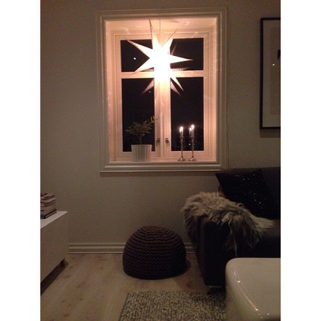 Flinke @skrudla spurte om eg ville vise eit bilde med #kveldsstemning! Idag kom julestjernene opp i vindauga⭐️Vil du vise @jokernord @macmatre og @bareanette ? #Padgram
