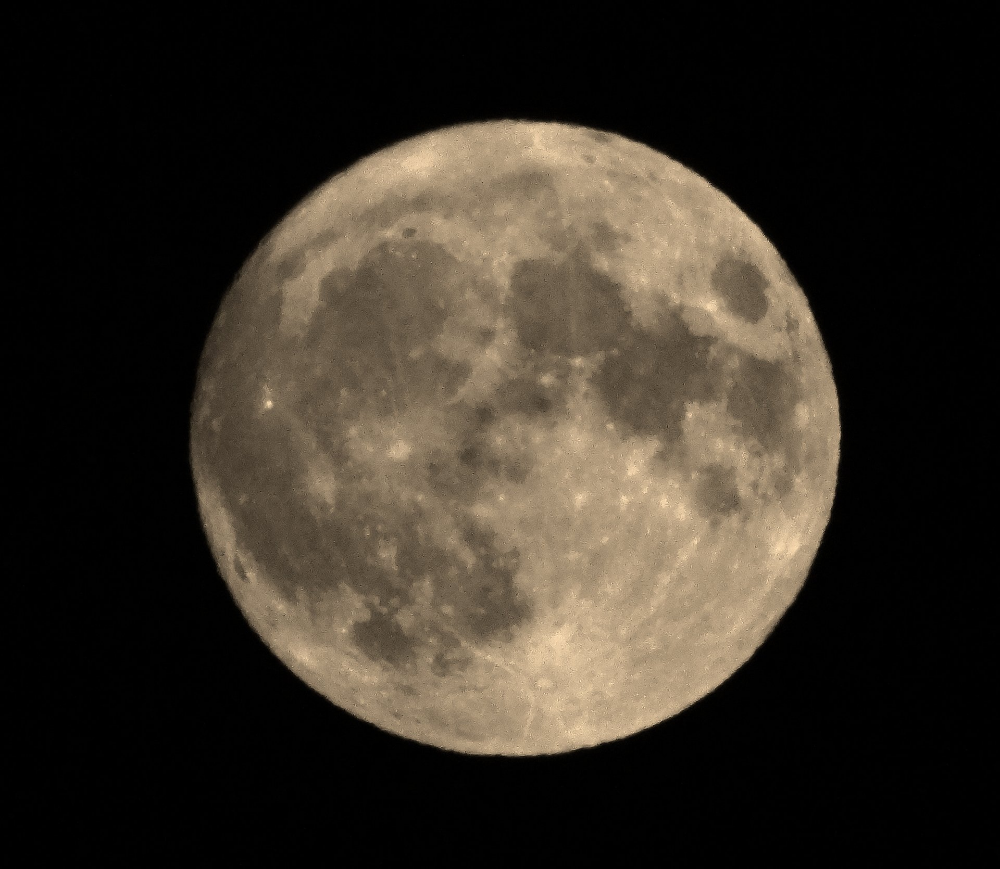 (4) Media Tweets by Zoran Škaljac (@skaljac) / Twitter #moon #novisad Novi Sad